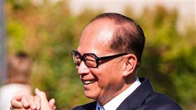 香港反送中爭議延燒至今兩個多月,港內示威者群情激憤,警民衝突也不斷攀升,近日更傳出中共官方將有可能派軍鎮壓的消息,令香港市民人心惶惶。而原先遲遲未表態的香港首富李嘉誠,今(16)日似乎在對此事做出回應,他以個人名義登報寫到「黃台之瓜,何堪再摘」,雖然沒有直接點名是批評哪方,但僅僅這8個字,背後的含意就相當耐人尋味。(圖/翻攝自維基百科)