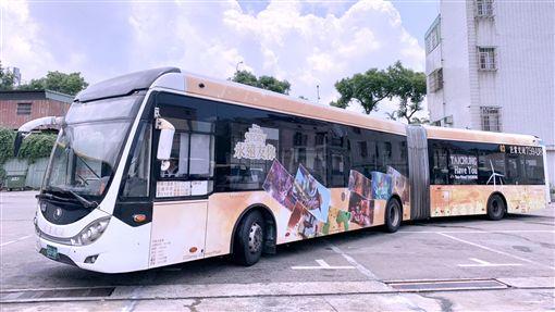 台中市,迪士尼,彩繪公車,台中車站,高美濕地風車大道