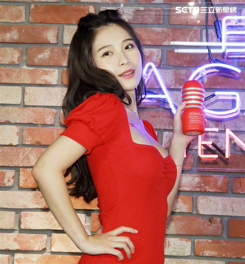 雞排妹鄭家純暢談理想伴侶特質,引領台灣人更健康面對性與自慰的議題。(記者邱榮吉/攝影)