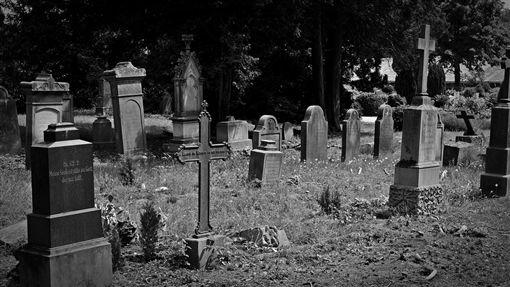 鞋盒,扶養,小孩,出生,墓園,解剖,父母,英國,家庭,觀念,謀殺,虐童,遺體,屍體, 圖/翻攝自Pixabay https://parg.co/VVA