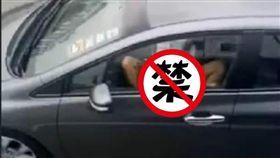 感覺來了!女「M字腿」朝車窗外洩慾 老司機驚呆一路跟拍(圖/翻攝自臉書)