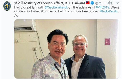 吳釗燮推特發文,與美內政部長柏恩哈德合照,推特