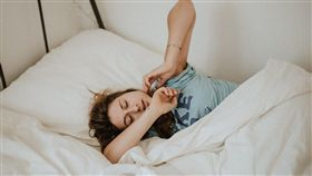 圖/翻攝自unsplash,賴床,失眠,睡覺