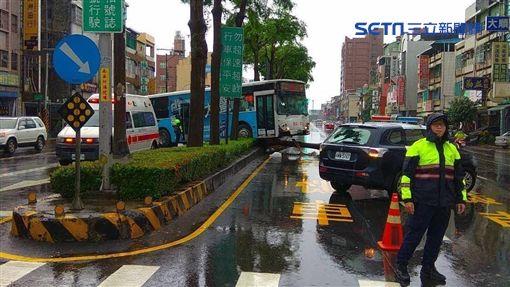 公車,打滑,鳳山