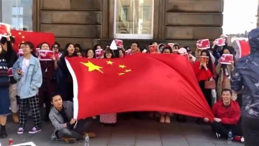 反送中/希望香港人清醒 海外中國人高唱《聽媽媽的話》圖/翻攝自中国行走YouTubehttps://www.youtube.com/watch?v=U_11JNSfElw