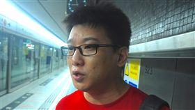 818集會引衝突 紅衣男:反送中只為爭港獨18日晚間在金鐘集會被包圍的紅衣馬姓男子表示,包圍自己的示威者是「暴徒」;也不解港人為何上街,並認為「反送中」只為爭取港獨。中央社記者沈朋達香港攝  108年8月19日