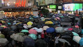 流水式反送中 傍晚仍有抗議者進場香港民間人權陣線18日在維多利亞公園舉行「流水式」反送中集會。集會於下午2時開始,參加者塞爆現場,截至傍晚近6時,仍有大批示威者從銅鑼灣的記利佐治道湧入維園。中央社記者沈朋達香港攝 108年8月18日