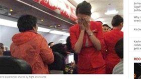 扯!強國女往空服員臉上潑熱水 只因「想和男友坐一起」(圖/INDIA TODAY)