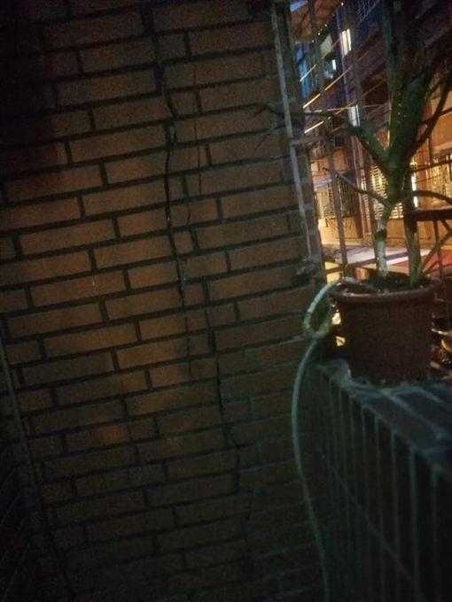 桃園,民宅,崩塌,活埋,公公,搬石頭,救人,龜山生活通 圖/翻攝自臉書龜山生活通