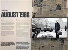 1968年8月20日至21日的深夜,蘇聯坦克進入布拉格,血腥鎮壓民主運動。圖為布拉格共產主義博物館的常設展。