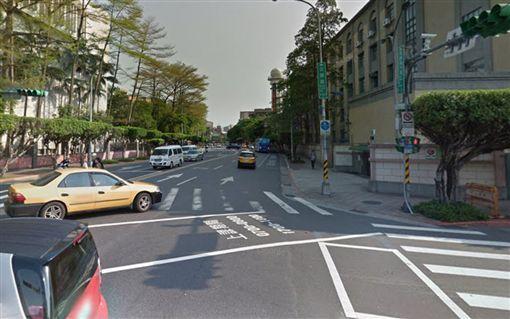 保一總隊許姓員警行經公園路、貴陽街口時,遭張姓大學講師開車撞傷,腳趾永久性失能,獲賠410餘萬元。(圖/翻攝自Google Map)
