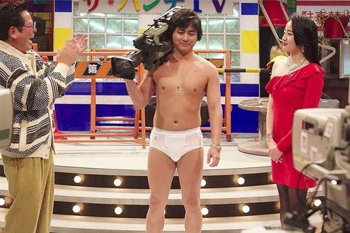 山田孝之演活了村西透這角色。(圖/Netflix提供)