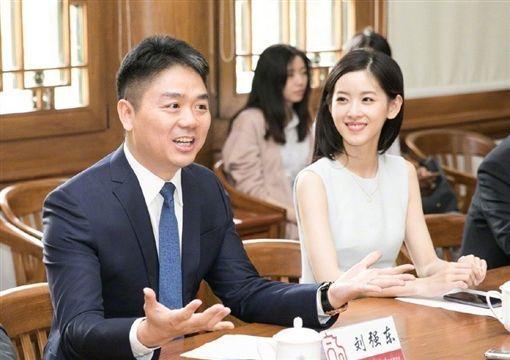 奶茶妹「章澤天」與老公劉強東一度傳婚變。(圖/翻攝自會火微博)
