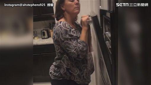 ▲美國酷媽在玩烤箱。(圖/Instagram@ahstephens925  授權)
