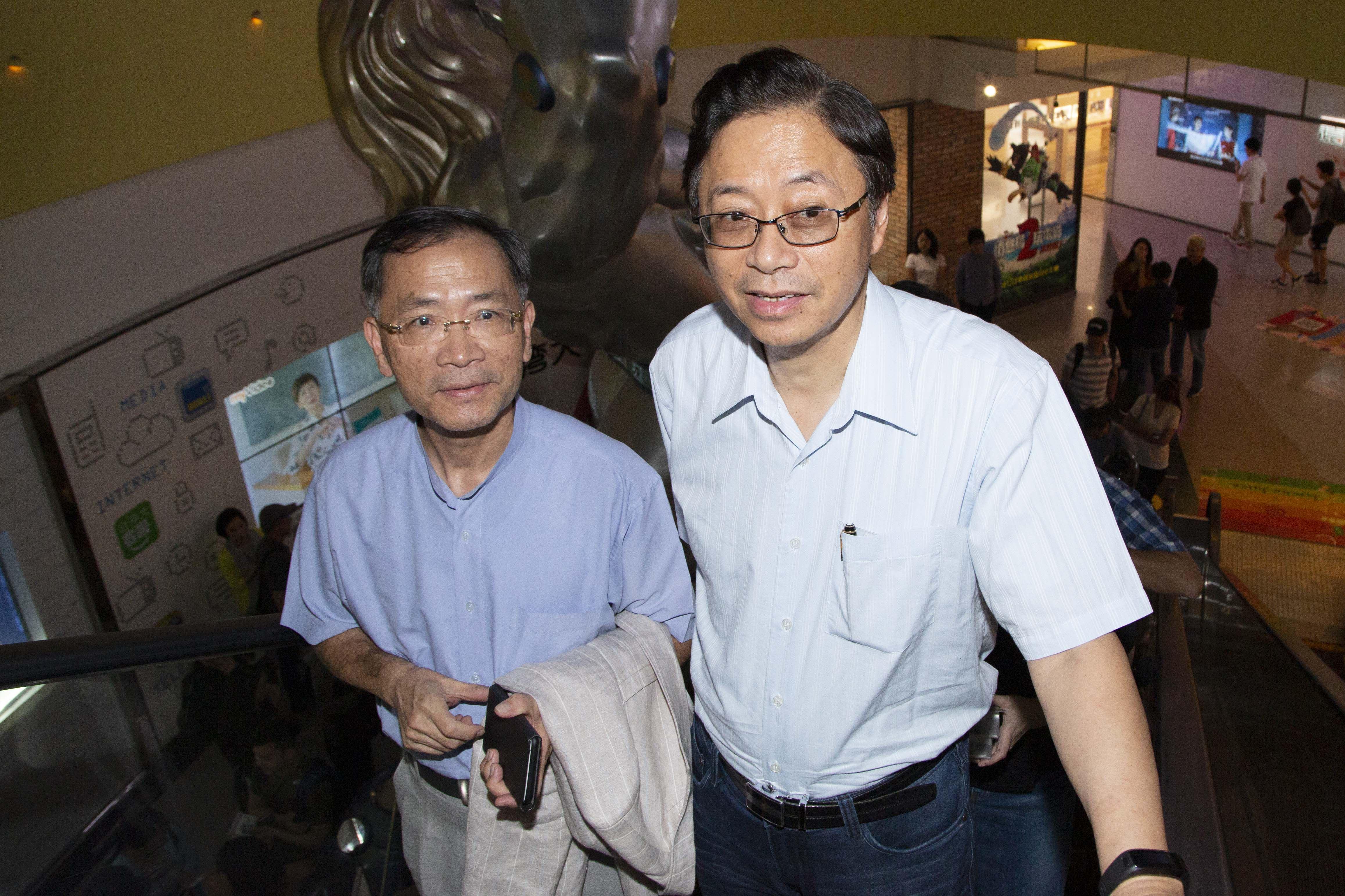 《致親愛的孤獨者》媒體特映會,張善政與蔡炳坤。(圖/記者林士傑攝影)