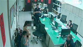 苗栗縣2姊弟離家出走,警方1小時在超商尋獲2人(翻攝畫面)