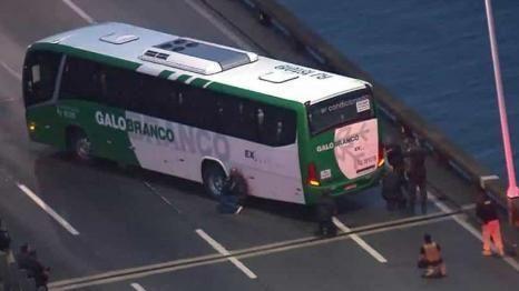 巴西槍手挾持巴士遭警方擊斃 人質平安獲釋