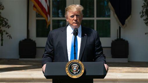 美國總統川普23日表示,他預期美中貿易戰很快會落幕,並稱會在G20峰會上與中國國家主席習近平會面。(圖/翻攝自白宮臉書)
