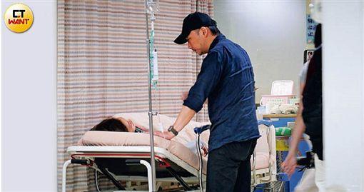 直擊五月天石頭 急診室深情護妻兩小時 ▲(圖/CTWANT授權提供)