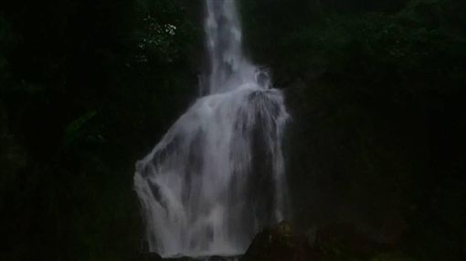 屏東瑪家往舊筏灣的唯一道路 瀑布照 攝影師 George Han 韓 瀑布有鬼 七月 靈異 超人