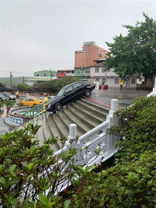 新北市,淡水,天元宮,受困,樓梯,