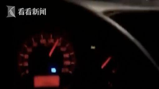 直擊!男時速140狂飆撞柱翻5圈亡(圖/翻攝自看看新聞)