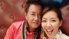 劉伊心與老公結婚1年,工作忙碌操壞身體不易受孕。(圖/翻攝自臉書)