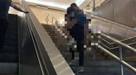 北車,電扶梯,樓梯,情侶 圖/翻攝爆廢公社
