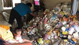 屏東海青青弘會拍下低收家庭,可怕的垃圾環境。(翻攝自/屏東縣海青青弘臉書)