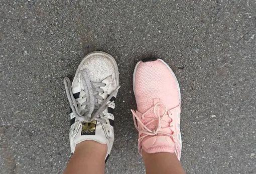糗事,鞋子,錯腳,Dcard 圖/翻攝自Dcard