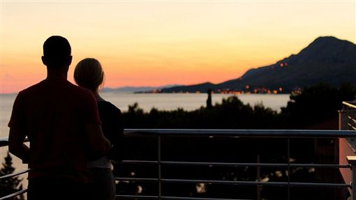 陽台,情侶,夕陽,欄杆