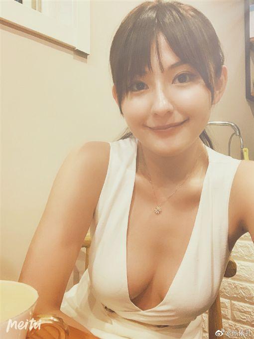 熱依扎(圖/微博)