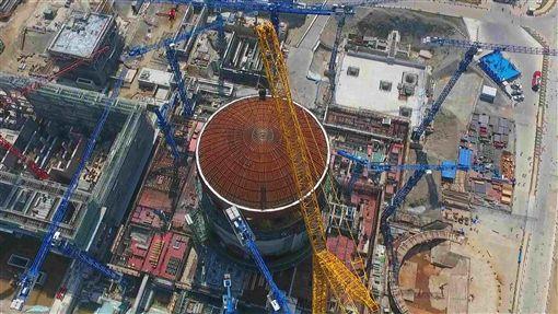 中國在運核電機組47台 排名全球第3中國核學會21日表示,截至6月底,中國在運核電機組47台,位居全球第3。中國自主第三代核電技術代表即為華龍一號,圖為2018年5月23日防城港核電二期工程3號機組穹頂吊裝現場。(中新社提供)中央社記者陳家倫上海傳真 108年8月22日