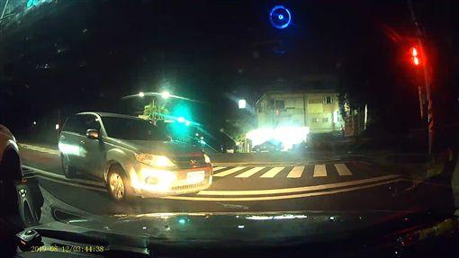 台北,刑事局,攔查,開槍,衝撞,毒販,抓錯人。翻攝畫面