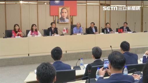 日本自由民主黨青年局長佐佐木紀眾議員,今(22)日上午率該黨所屬國會及地方議員與青年約90人到高雄拜會高雄市長韓國瑜。