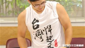 24歲高先生因重訓過度,造成肩頸部肌筋膜疼痛,經治療後恢復良好。(圖/新光醫院提供)