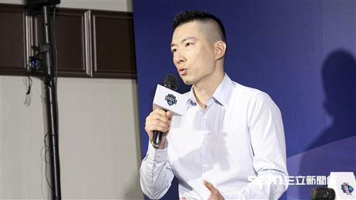 「野獸」林志傑重磅回歸台灣籃壇並加盟富邦勇士隊,與領隊蔡承儒。(圖/記者林士傑攝影)