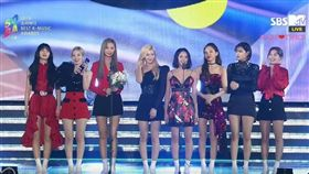 南韓當紅女團TWICE一連拿下3獎。(圖/翻攝自YouTube)
