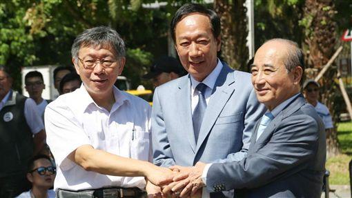 ▲柯文哲、郭台銘、王金平,三人同框「823紀念音樂會」。(圖/記者林士杰攝影)
