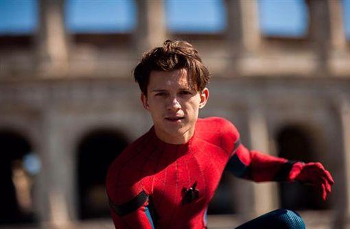 漫威漫畫中的超級英雄「蜘蛛人」,即將再次脫離漫威宇宙!由湯姆霍蘭德(Tom Holland)飾演的蜘蛛人深受粉絲喜愛,他在《復仇者聯盟》系列的多部作品中,表現都相當亮眼,但現在因為拍攝權的爭議問題,導致蜘蛛人又將消失在漫威宇宙內,讓許多粉絲心碎,主角湯姆也在IG上發文,寫道「We did it Mr Stark!」,似乎在跟漫威系列的英雄作告別。(圖/翻攝自Tom Holland IG)
