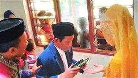 愛上83歲巫師!27歲妹勇敢追愛 婚禮現「最萌身高差」(圖/翻攝自IG)