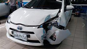 網友在臉書上爆料,愛車遭廠商技師撞爛。(圖/翻攝自吳合財臉書)