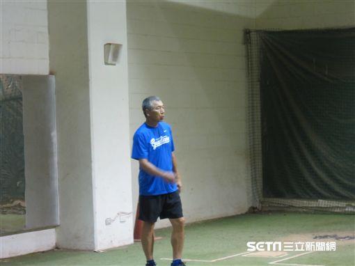 ▲富邦悍將投捕教練古久保健二。(圖/記者蕭保祥攝影)