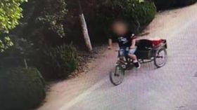 清純女網友39歲!35歲男為看她狂偷錢 氣到狂砸20車(圖/翻攝自梨視頻微博)