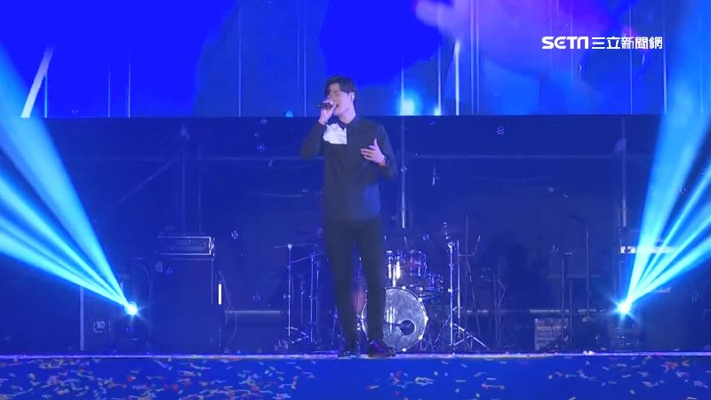 太愛周興哲!男「製工作證」潛演唱會
