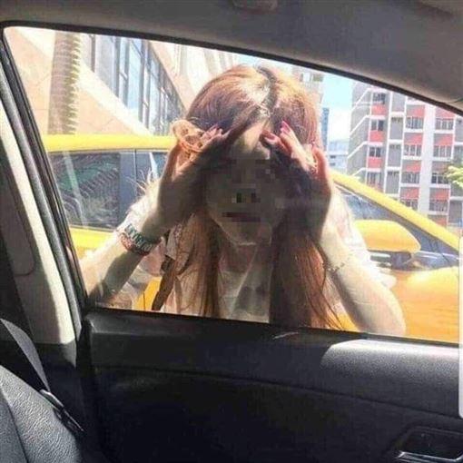 安娜貝爾來了!女貼車窗直盯 他嚇到飆粗口:七月別這樣玩圖翻攝自爆怨公社