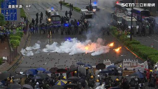 香港,反送中,汽油彈,水炮車,荃葵青(圖/AP授權)
