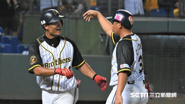 王勝偉敲出本季第10轟。(圖/記者王怡翔攝影)
