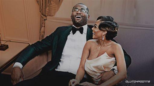 NBA/表弟結婚!爽摟巨乳辣妻拍照NBA,洛杉磯湖人,DeMarcus Cousins,結婚翻攝自推特ClutchPoints