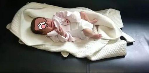 她罹心臟病捨命生女兒…狠心爸卻把嬰扔草叢 心酸原因曝光(圖/翻攝自微博)